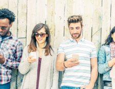 El uso constante de celulares está generando una protuberancia en la base del cráneo, según un científico en Australia. GETTY IMAGES
