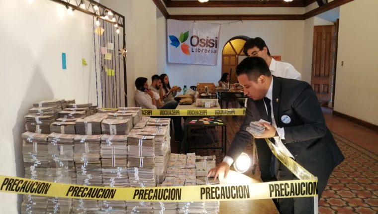 La exposición pretende hacer reflexionar a la población. (Foto Prensa Libre: María Longo)