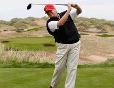 Donald Trump en el campo de golf situado cerca de Aberdeen, en Escocia.