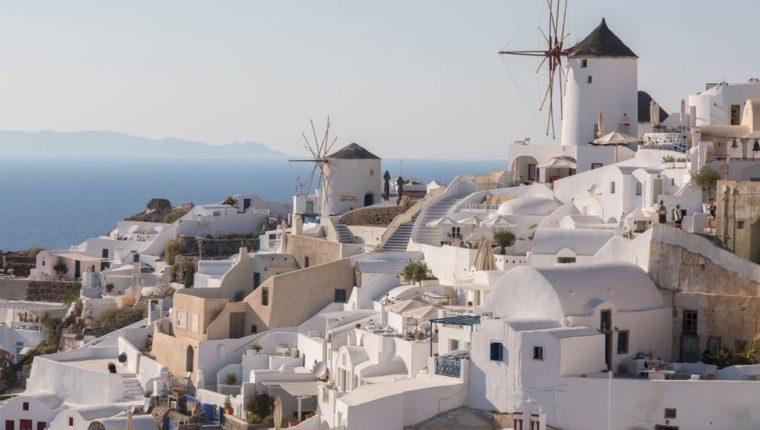La idea de los techos fríos no es nueva: los techos y paredes blancas han sido una imagen típica durante siglos en los países del sur de Europa y del norte de África.