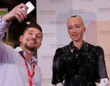 El robot humanoide Sofía participa en conferencias y ha recibido la ciudadanía de Arabia Saudita.