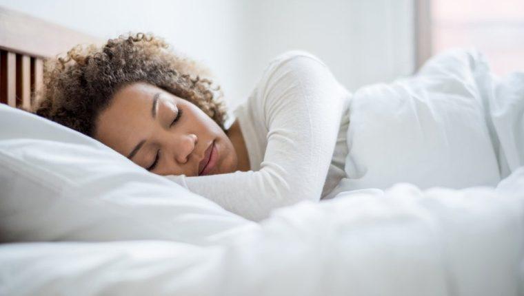 ¿Te cuesta despertarte temprano? Los científicos tienen algunos consejos...