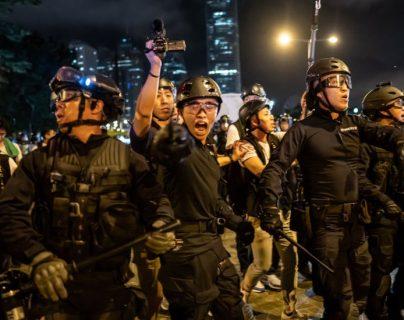 La policía reprimió a los manifestantes luego de que intentaran entrar al Legislativo.