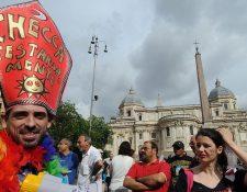 El documento fue publicado en un momento en que comunidades LGTBQ celebran el Mes del Orgullo Gay.