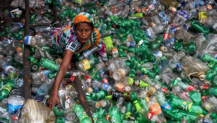 Solamente una pequeña proporción del plástico que se consume es reciclado.
