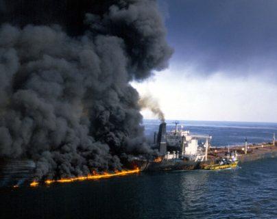 Las imágenes de barcos petroleros ardiendo en el estrecho de Ormuz no son del todo novedosas. Esta escena se produjo en diciembre de 1987, en medio de la guerra entre Irán e Irak.