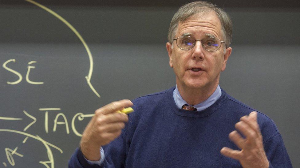 3 tácticas de negociación que realmente funcionan, según el profesor de Harvard Mike Wheeler