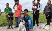 En los últimos meses, un número récord de familias ha cruzado la frontera sin documentos a Estados Unidos.