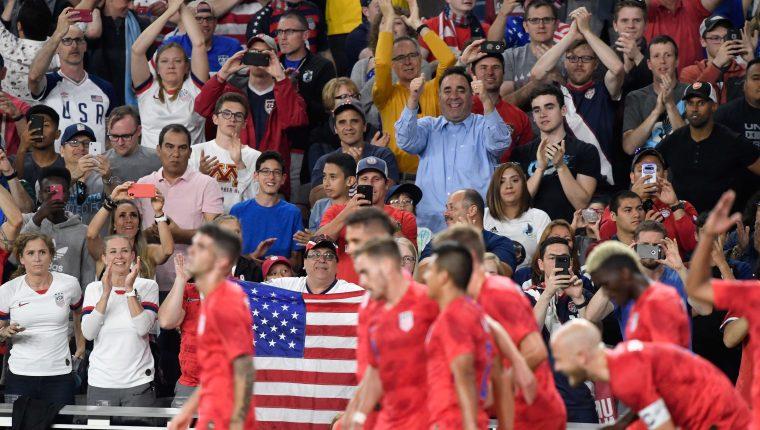 Los seguidores de Estados Unidos celebraron con su selección. (Foto Prensa Libre: AFP)