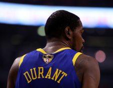 Kevin Durant deja a los Golden State Warriors. Por el momento se dedicará a recuperarse. (Foto Prensa Libre: AFP)