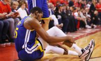 TORONTO, ONTARIO - JUNE 10: Kevin Durant #35 of the Golden State Warriors reacts after sustaining an injury during the second quarter against the Toronto Raptors during Game Five of the 2019 NBA Finals at Scotiabank Arena on June 10, 2019 in Toronto, Canada. NOTE TO USER: User expressly acknowledges and agrees that, by downloading and or using this photograph, User is consenting to the terms and conditions of the Getty Images License Agreement.   Gregory Shamus/Getty Images/AFP == FOR NEWSPAPERS, INTERNET, TELCOS & TELEVISION USE ONLY ==