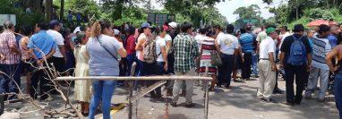 Bloqueo en el puente Castillo Armas. (Foto Prensa Libre: Rolando Miranda).