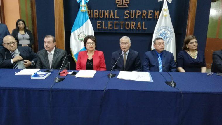 Magistrados del Tribunal Supremo Electoral durante la conferencia de prensa. (Foto Prensa Libre: