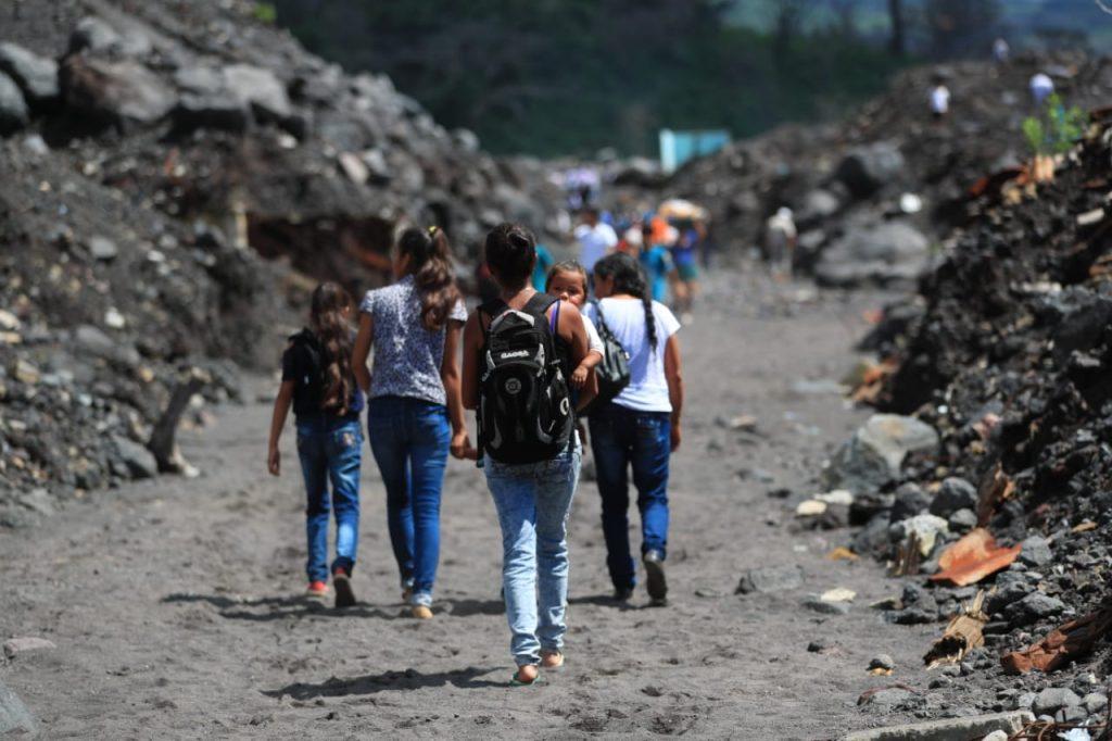 Después de un año hay varias personas que aún continúan en albergues temporales.  Foto Prensa Libre: Carlos Hernández