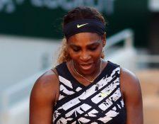 La estadounidense Serena Williams sufrió la eliminación en Francia. (Foto Prensa Libre: EFE)