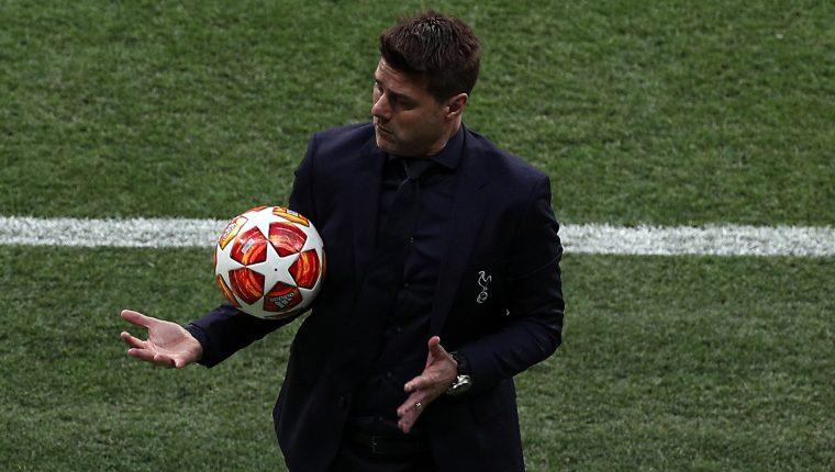 El técnico argentino Mauricio Pochettino confiesa que sufrió la eliminación de la Champions, así como en el Mundial del 2002. (Foto Prensa Libre: EFE)