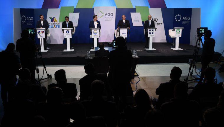 Candidatos presidenciales durante un foro efectuado el 2 de junio. (Foto Prensa Libre/Efe)