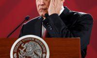 """MEX3896. CIUDAD DE MÉXICO (MÉXICO), 03/06/2019.- El presidente de México, Andrés Manuel López Obrador, habla durante su conferencia de prensa matutina este lunes, en el Palacio Nacional, en Ciudad de México (México). Obrador aseguró este lunes que su política de diálogo con Estados Unidos tras el anuncio de los aranceles forma parte de una """"estrategia"""" para dar """"confianza y certidumbre"""", y dijo que se logrará un acuerdo. López Obrador hizo esta reflexión cuestionado sobre el futuro de los mexicanos que viven en Estados Unidos si se recrudece la relación entre ambos países. EFE/ José Méndez"""