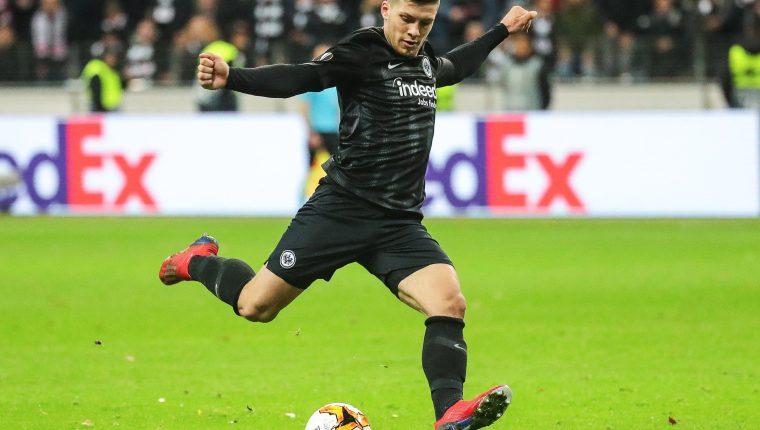 El jugador serbio Luka Jovic es baja con la selección de Serbia. (Foto Prensa Libre: EFE)