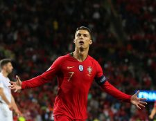 Cristiano Ronaldo de Portugal celebra un gol durante la semifinal de la Liga de Naciones de la UEFA entre Portugal y Suiza este miércoles. (Foto Prensa Libre: EFE)