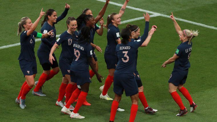 Así festejaron las jugadoras de Francia en su debut en el Mundial Femenino. (Foto Prensa Libre: EFE)
