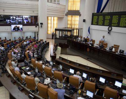 Diputados de la Asamblea Nacional (AN) participan en una sesión extraordinaria para aprobar una Ley de Amnistía. (Foto Prensa Libre: EFE)