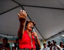 """GU7001. CIUDAD DE GUATEMALA (GUATEMALA), 09/06/2019.-Thelma Cabrera, candidata a la presidencia de Guatemala por el Movimiento de Liberación de los Pueblos, representante de la etnia Mam, habla este sábado 8 de junio de 2019, durante el cierre de su campaña en el Parque Central, en la ciudad de Guatemala (Guatemala). Mujer, indígena, campesina y defensora de derechos humanos. Thelma Cabrera es un referente de las movilizaciones sociales en Guatemala y ahora busca ser la primera mujer e indígena presidenta del país con una reforma total del Estado basada en el """"Buen Vivir"""" y en los valores de los pueblos originarios, discriminados y olvidados. EFE/Esteban Biba"""