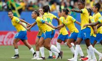 Grenoble (France), 09/06/2019.- Brazil's players celebrate their victory during the preliminary round match between Brazil and Jamaica at the FIFA Women's World Cup 2019 in Grenoble, France, 09 June 2019. (Mundial de Fútbol, Brasil, Francia) EFE/EPA/GUILLAUME HORCAJUELO
