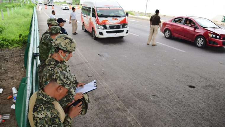 El Gobierno de México desplegó 103 policías para incrementar la seguridad y el control de la estación migratoria de Tapachula,Chiapas, fronterizo con Guatemala. (EFE)