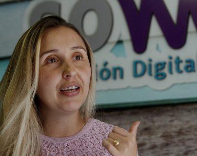 La colombiana Luz Ángela Pérez descubrió su verdadera vocación cuando con el impulso familiar abrió hace 13 años la pequeña tienda en la que potenció su creatividad. (Foto Prensa Libre: EFE)