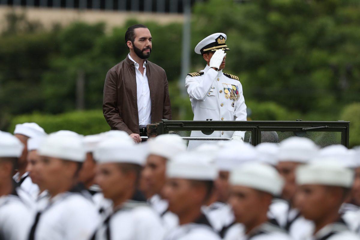 Ordenan a ministro de Defensa salvadoreño buscar archivos de masacre de 1975