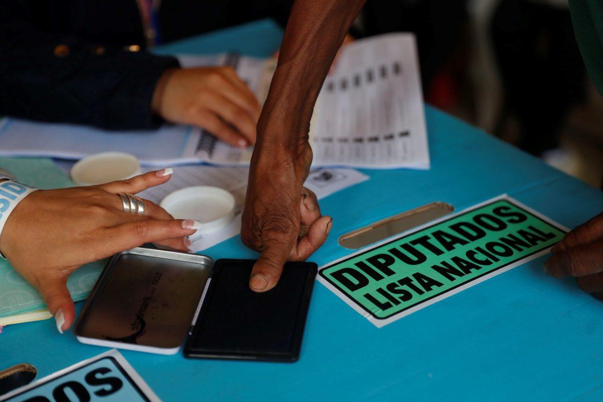 Estudio señala que Guatemala tiene una democracia frágil con altos niveles de corrupción