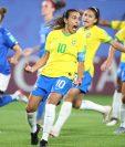 Marta de Brasil celebra un gol este martes, durante el partido de fútbol del Grupo C de la Copa Mundial Femenina de la FIFA 2019, entre Italia y Brasil. (Foto Prensa Libre: EFE)