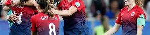 Así festejaron las jugadoras de Noruega el pase a los cuartos de final. (Foto Prensa Libre: EFE)