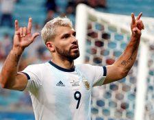 Sergio 'el Kun' Agüero celebra el segundo gol para Argentina sobre Qatar. (Foto Prensa Libre: EFE)
