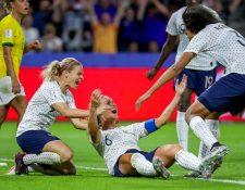 Amandine Henry (C) celebra con sus compañeras el gol del triunfo. (Foto Prensa Libre: EFE)