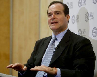 El asesor del presidente Trump, Mauricio Claver-Carone, advirtió que si Guatemala quiere ser parte del plan de desarrollo debe aceptar el acuerdo de asilo.  (Foto Prensa Libre: EFE)