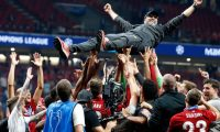 Madrid (Spain), 01/06/2019.- Liverpool FC head coach Juergen Klopp is lifted by his players after the UEFA Champions League final between Tottenham Hotspur and Liverpool FC at the Wanda Metropolitano stadium in Madrid, Spain, 01 June 2019. Liverpool won 2-0. (Liga de Campeones, España) EFE/EPA/Kiko Huesca