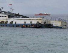 Los naufragios de embarcaciones son comunes en Indonesia, como esta en septiembre del 2018. (Foto: AFP)