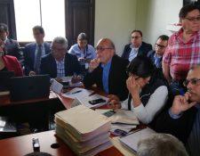Supuestos exmilitares asistieron a una mesa de diálogo con instituciones del Ejecutivo. (Foto Prensa Libre: Carlos Álvarez)