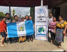 Guatemaltecos llegaron al centro de votación en Houston, Texas. (Foto Prensa Libre: Cortesía)