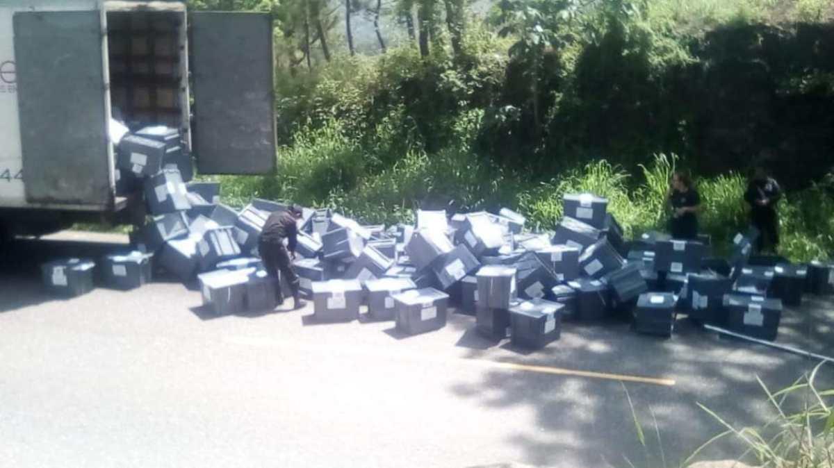 TSE garantiza proceso electoral en Baja Verapaz luego de que cajas con papeletas cayeran de camión
