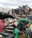 Se calcula que hay unas 30 personas atrapadas en los escombros. (Foto Prensa Libre: EFE)