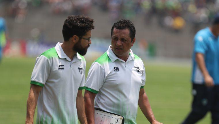 Roberto Montoya (derecha), es el nuevo técnico de Antigua GFC. (Foto Prensa Libre: Carlos Vicente).