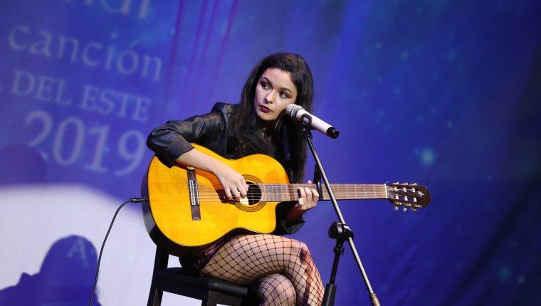 Maru Aguilar, durante su presentación (Foto Prensa Libre: J. Ochoa).
