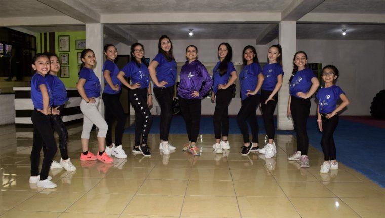 Las bailarinas dieron inicio a los ensayos para preparar las presentaciones en el mundial. (Foto Prensa Libre: Raúl Juárez)