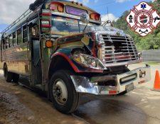 Bus extraurbano involucrado en accidente en el kilómetro 86 de la ruta Interamericana. (Foto Prensa Libre: Bomberos Municipales Departamentales).