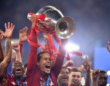 Virgil Van Dijk asegura que el Balón de Oro debería de ser para Messi. (Foto Prensa Libre: AFP)