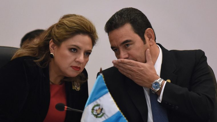 Sandra Jovel y Jimmy Morales durante la asamblea del SICA en junio de 2019. (Foto Prensa Libre: AFP).