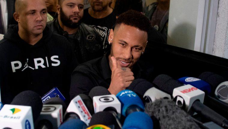 El jugador brasileño Neymar, quien se encuentra en un momento polémico en su carrera. (Foto Prensa Libre: AFP)